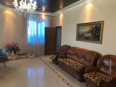 Продается трехкомнатная квартира в Уютном